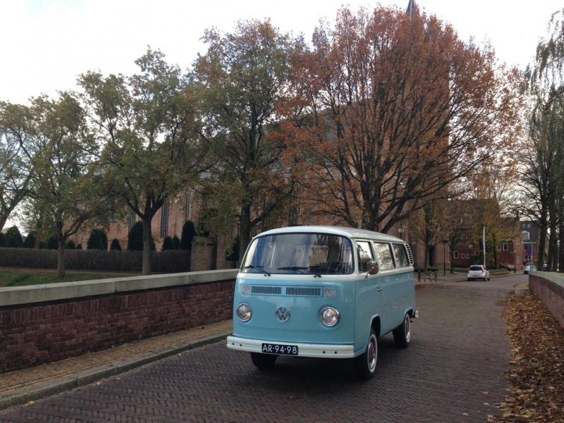Blauw Volkswagen busje huren