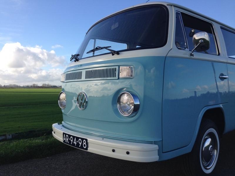 Volkswagen busje als trouwvervoer